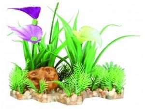 plante-en-plastique-sur-lit-de-gravier-t.jpg